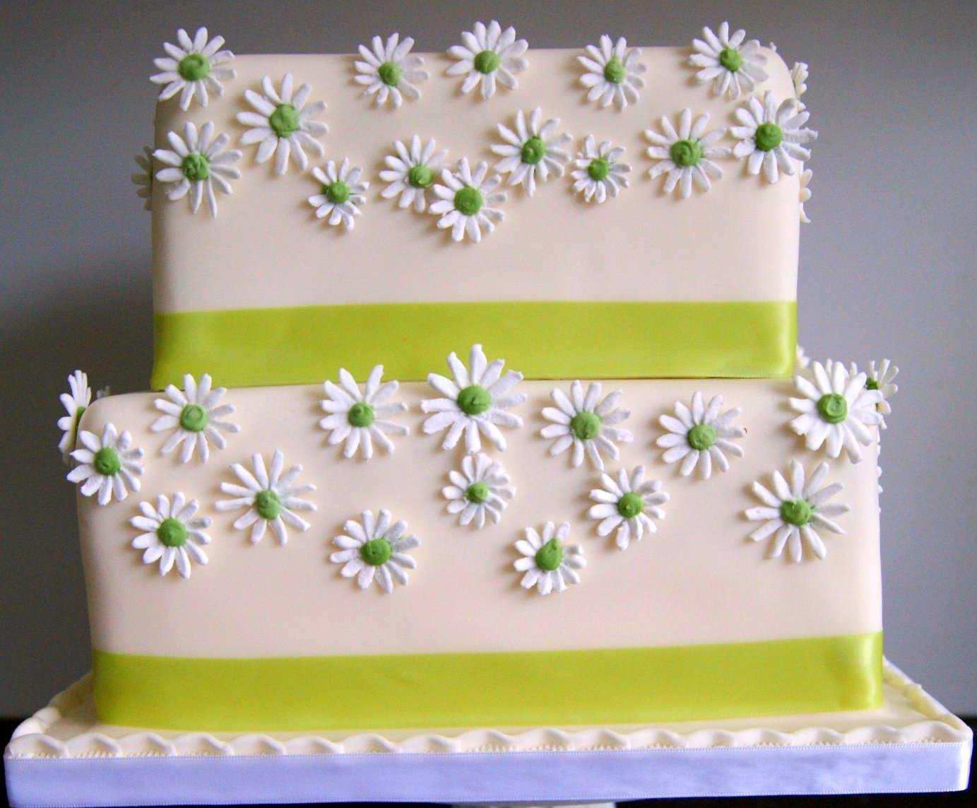 Daisy Wedding Cakes