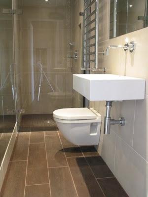 decorar baño largo estrecho