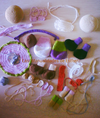 partes de un amigurumi tejidas a crochet a falta de unir