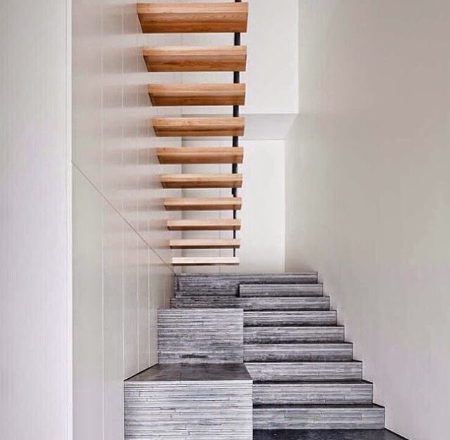 Escaleras decorativas integradas en el espacio
