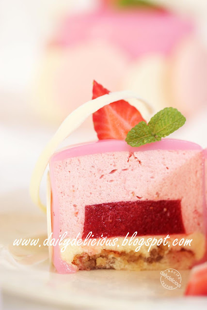 Chaleur: Strawberry and white chocolate mousse entremets: My time to ...