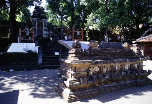 Rekreasi Sambil Ziarah Di Kompleks Makam Raja