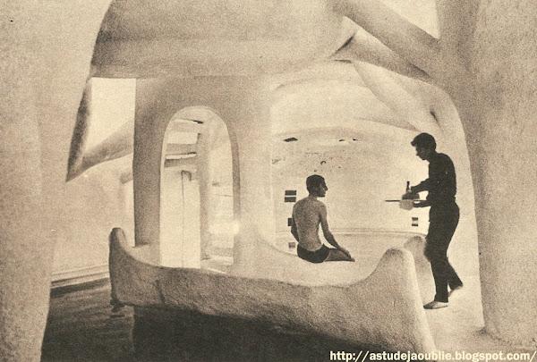 Paris - Club Tekki, rue de Sèvres  Pascal Hausermann  Un club d'avant-garde dans l'art de vivre : le Tekki  dans Elle - 1968