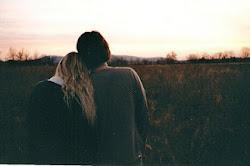 +¿Cuál es tu sueño? - Un beso bajo la lluvia, ¿ Y el tuyo ? + Que empiece a llover ya.