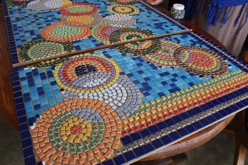 Trabajos manuales mosaico jard n for Mesa mosaico jardin