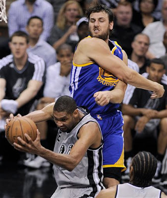 Tim Duncan battles Andrew Bogut