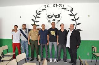 Prefeito Márcio Catão prestigia a formatura dos Atiradores do contingente da turma de 70 anos do Tiro de Guerra