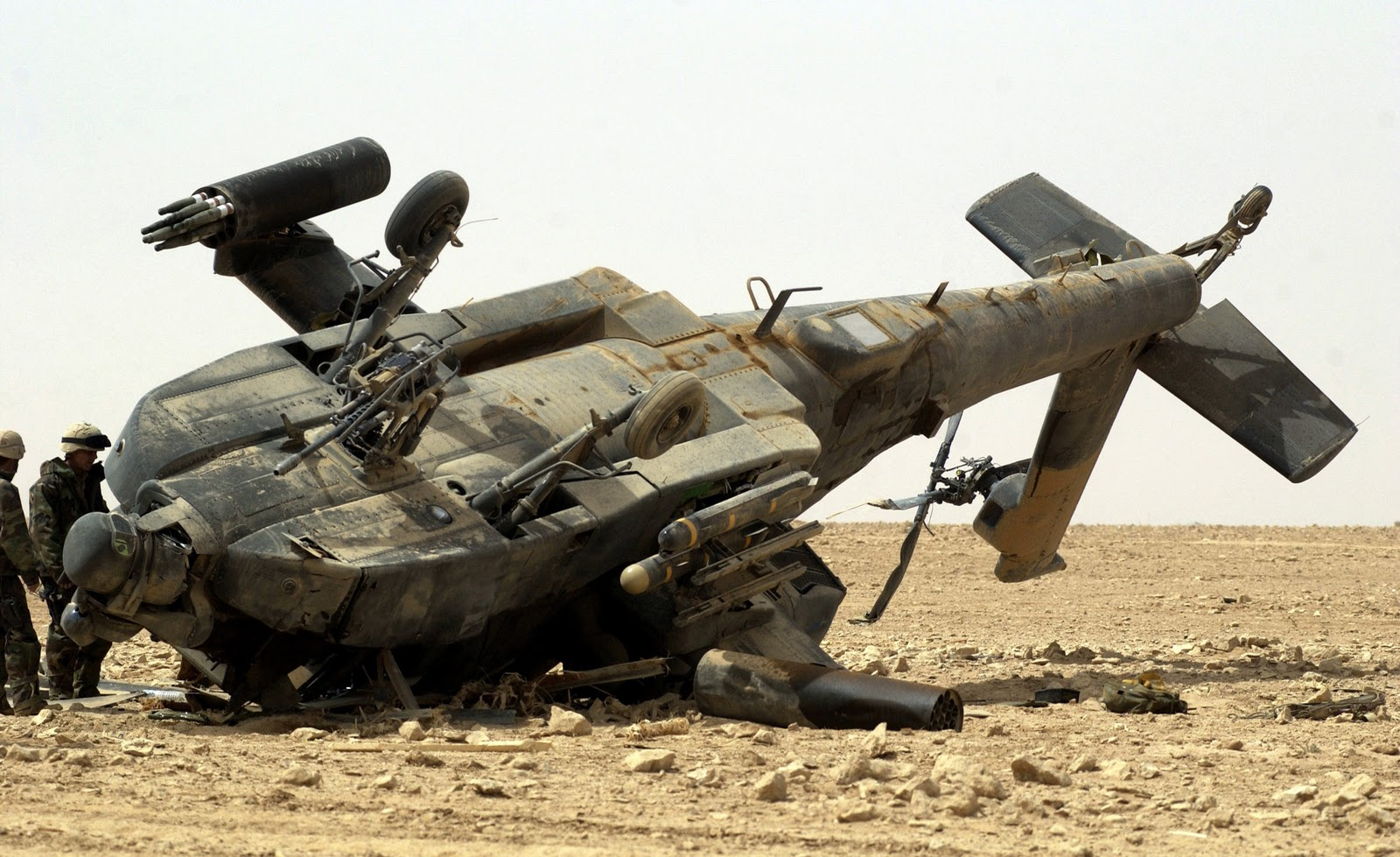 http://2.bp.blogspot.com/-raLJNP2WVq8/TosQcgANOVI/AAAAAAAAGZY/LbfVu-6dP1c/s1600/ah64_apache_broken_iraq.jpg