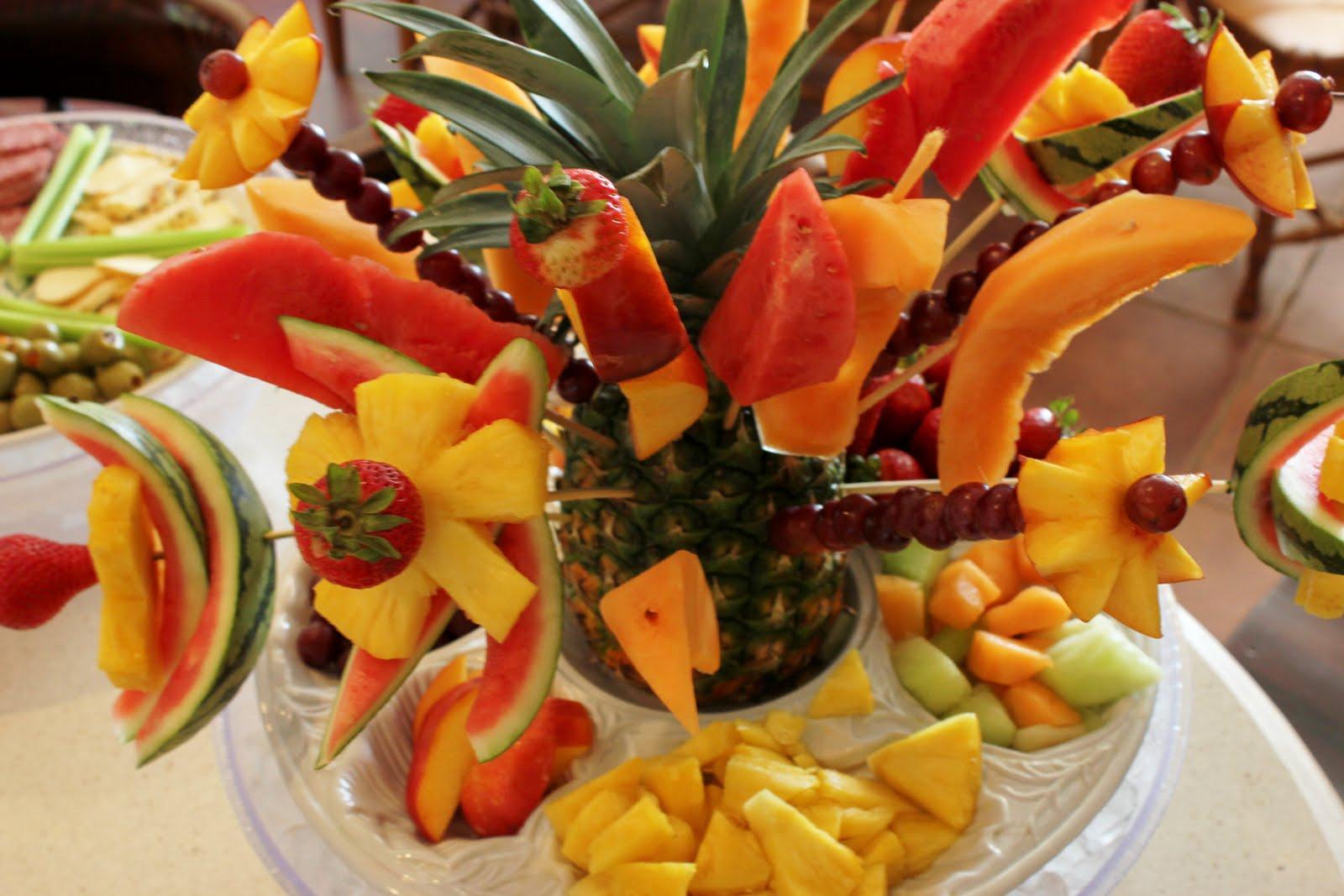 http://2.bp.blogspot.com/-rab-s83QUn8/Tl6IJQ0waDI/AAAAAAAAAXA/zQoseQAAUYc/s1600/Fruit%2BTray%2BAppetiser%2BFruit%2BArt%2BFruit%2BFlowers%2BDecorating.jpg