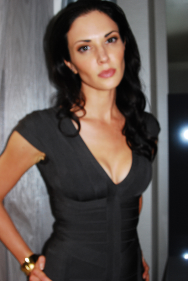 laura mennell height
