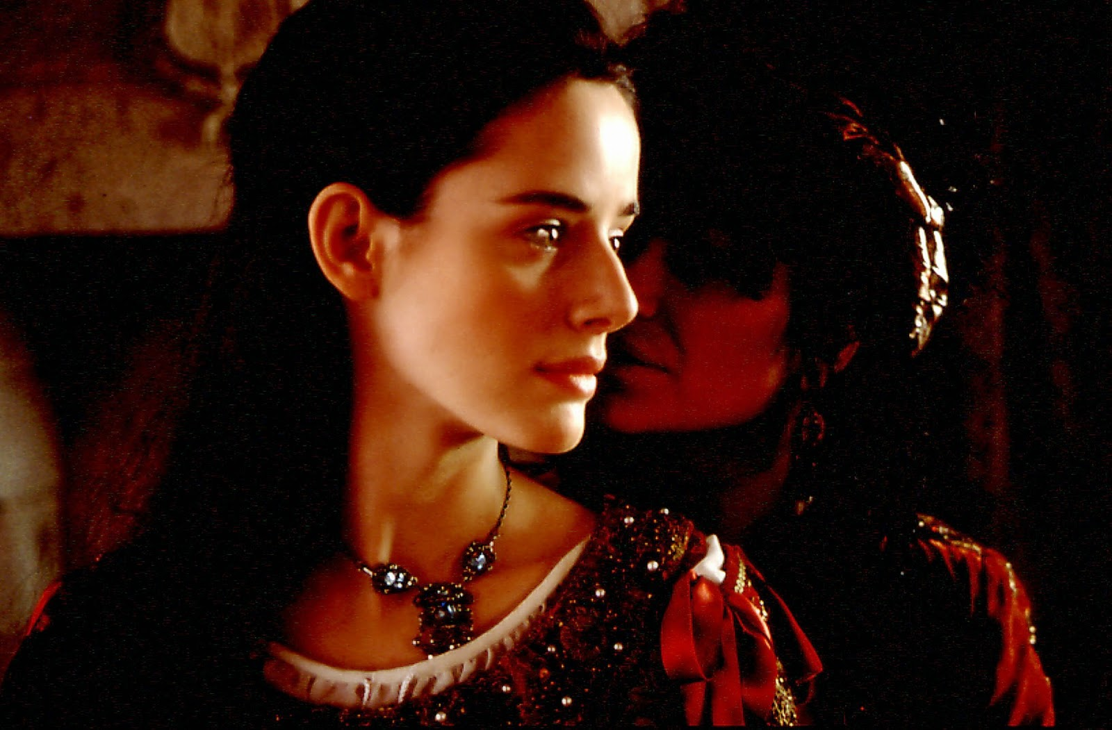 juana la loca Juana la loca isabel la católica (susi sánchez) envía a su hija juana (pilar lópez de ayala) a flandes para que se case con felipe el hermoso (liotti.