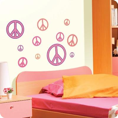 Decoraci n de habitaciones juveniles con s mbolos de paz y for Como personalizar tu cuarto