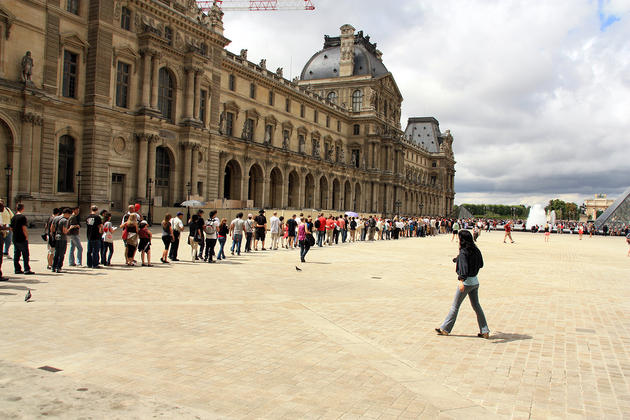 صور رائعة من باريس  Top_10_things_to_do_while_in_paris_louvre_museum_lineup2