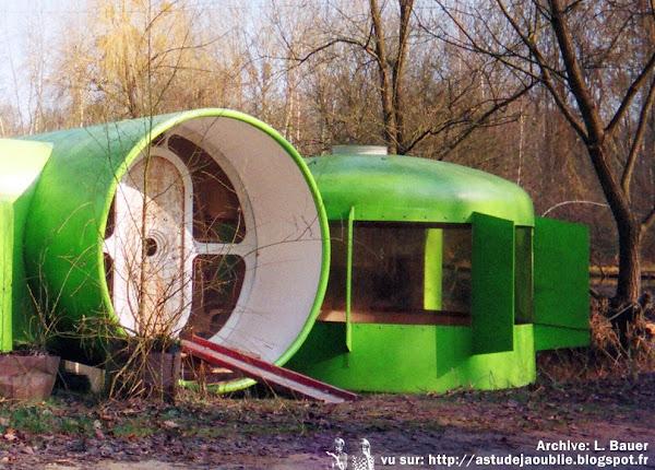 Habitat de Loisirs industrialisé, transformable, combinatoire et extensible (et flottant) - floating house  Architecte: Jacques Beufé en collaboration avec J.P. Lewerer, B. Gilet, M. Menager  Projet: 1970  Prototype: 1972