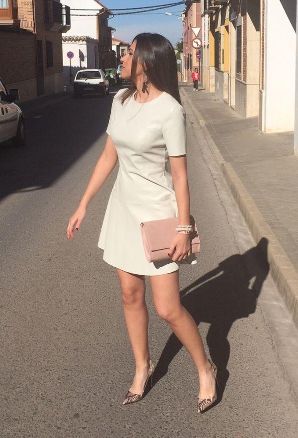 Vestidos y zapatos de mujer