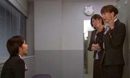 Misaki, Wakamura and Sekiyama talk in the locker room.