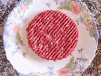 Hamburguesa Juicy Lucy-preparando la carne