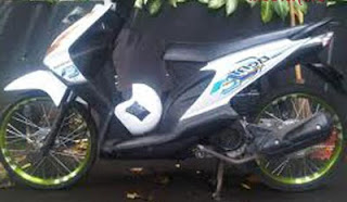 Modif Honda Beat Putih Ring 17 Pelek 17