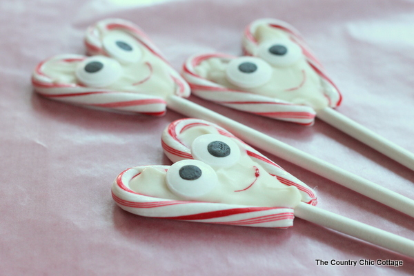 Valentine's Day Pops -- fun pops that you can make in just minutes for any Valentine's Day celebration or class party.