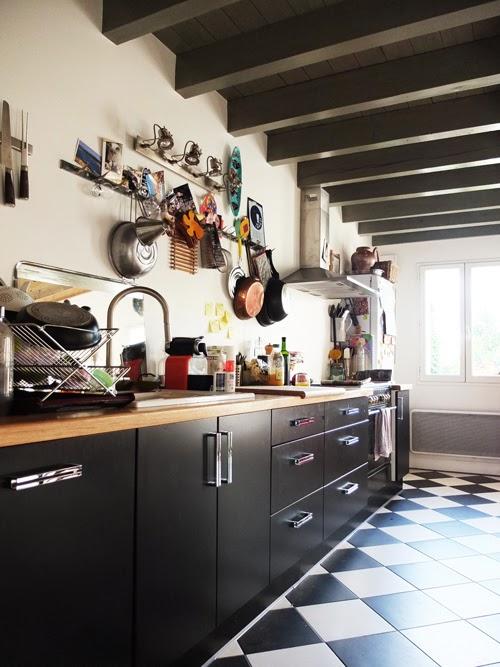 R habilitation de deux maisons jumelles en pierre l ognan for Cuisine carrelage noir et blanc