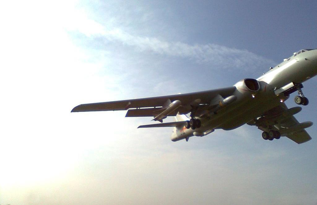 إحلال وتجديد القوات الجوية المصرية - صفحة 5 H-6K+++4x+KD-63xian+H-6K+abcdefghkmu+Chinese+People%27s+Liberation+Army+Air+Force+Tupolev+Tu-16+Badger+antiship+missile+pgm+ls-6+lt-2+3