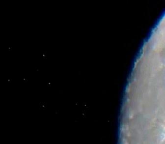 ovnis saliendo de la luna