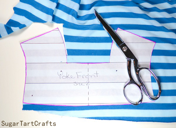Cutting striped knit fabric easily