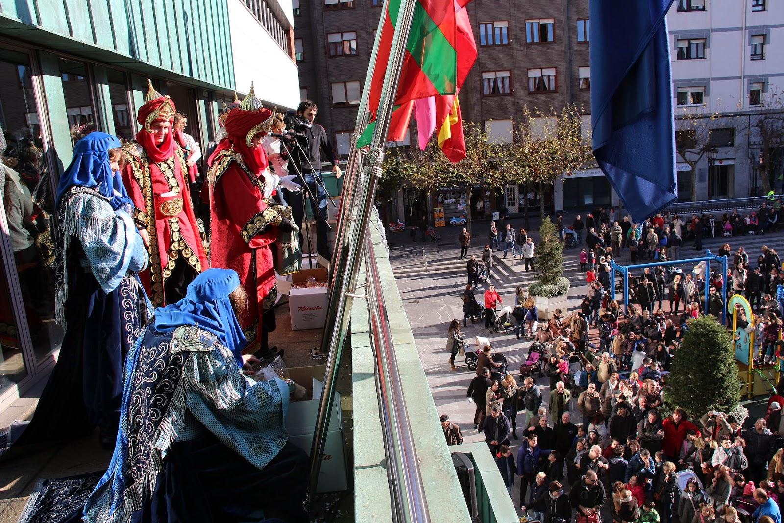 Los Reyes Magos saludan desde el Ayuntamiento