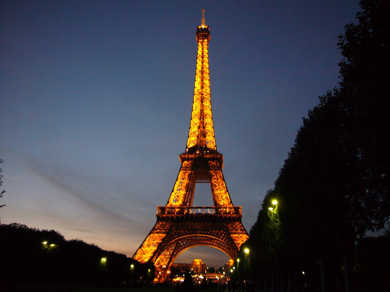 The eiffel tower in paris france for Torre enfel