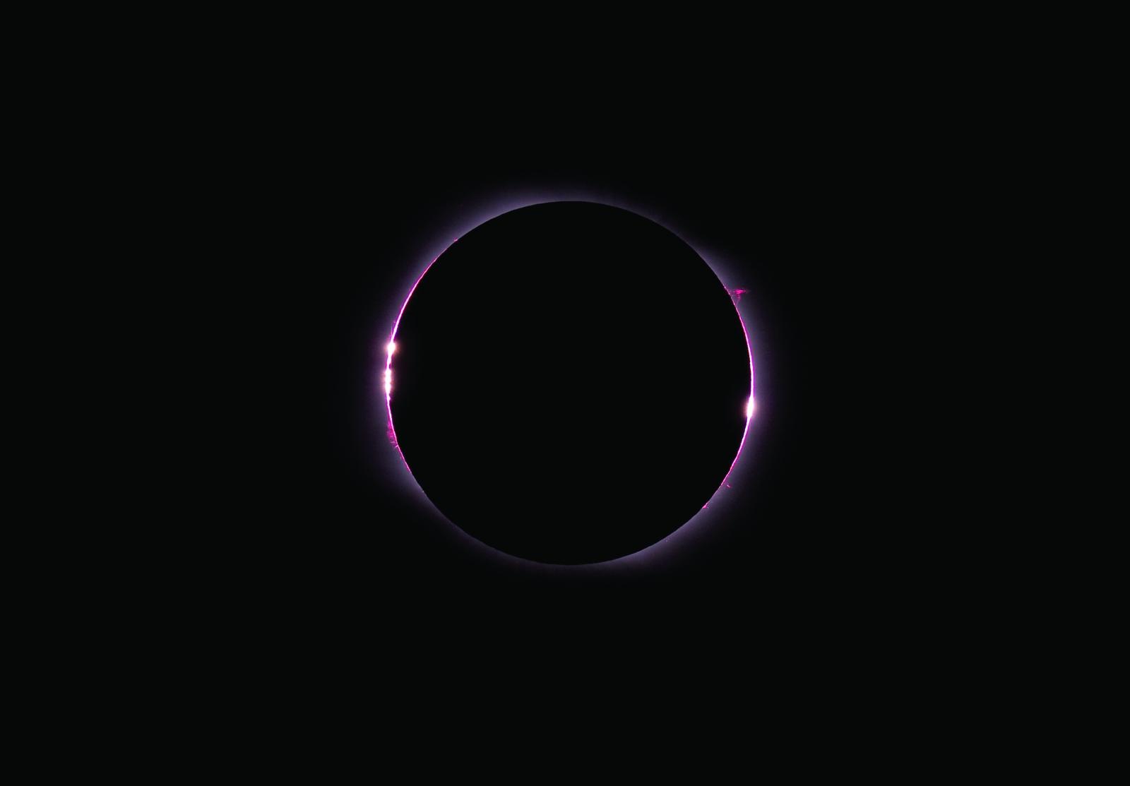 Descripción de un eclipse de Luna y un eclipse de Sol