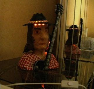 Neil Young als Nachttischlampe