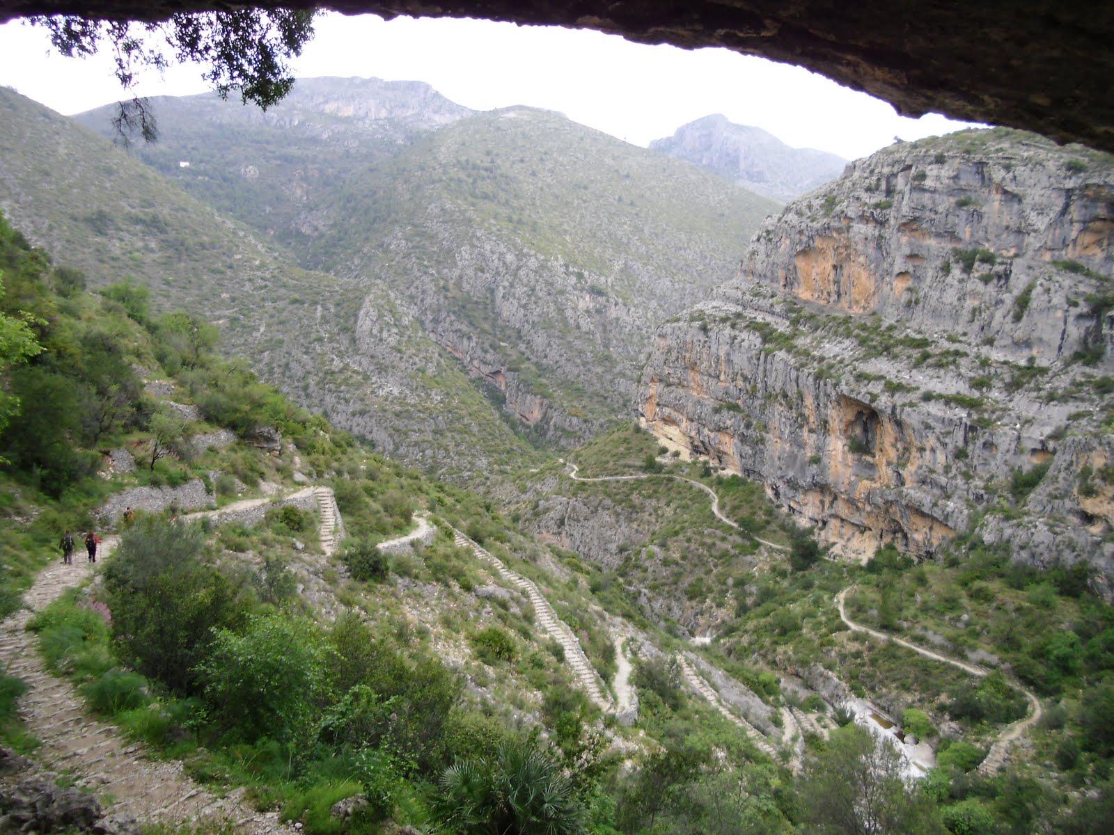 Vista des del  Forat de la Juvea del Barranc de l'Infern