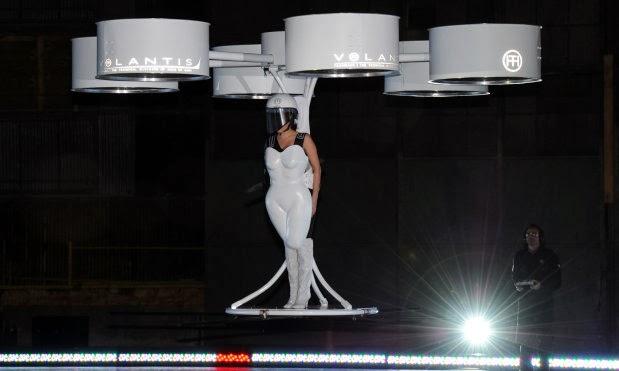 Lady Gaga giyilebilir multicopter ile uçtu