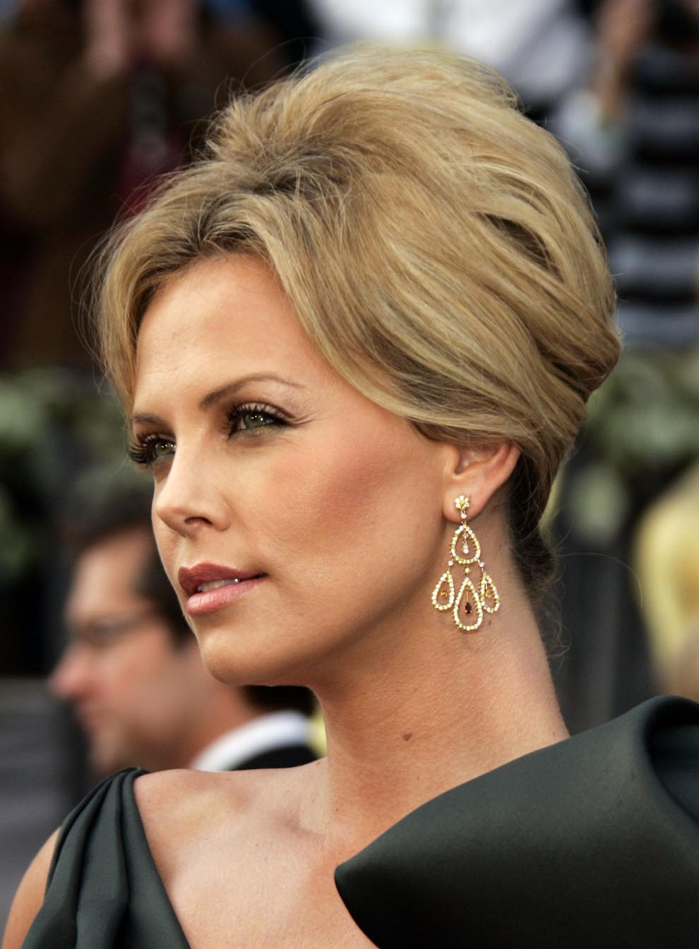 Hairstyle Movie : new life hartz: Charlize Theron Different Hairstyle
