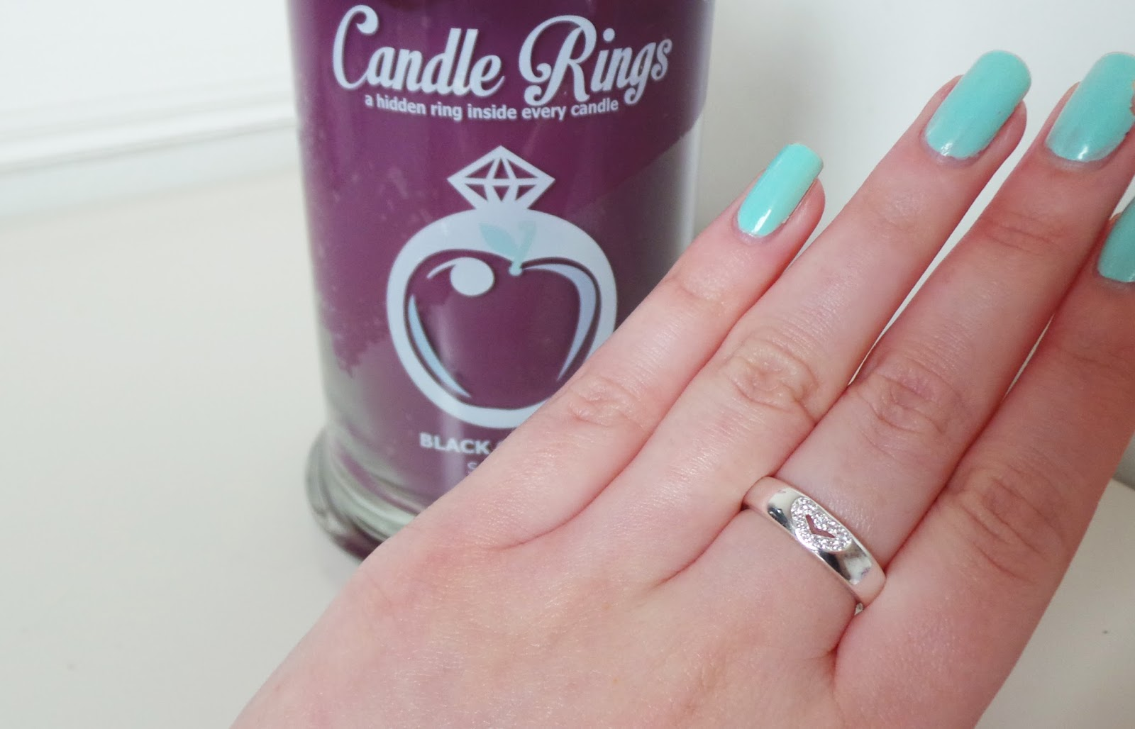 home candle, scented candle, candlerings.co.uk, candle ring, candlerings review, candle ring review, candlerings, jewel candle, ring in a candle, scented candle review, black cherry candle, pure soy candle, handmade soy candles,