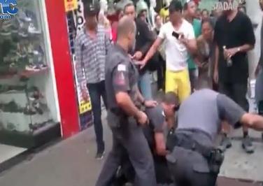 Policia Dispara en el Cara a un Civil