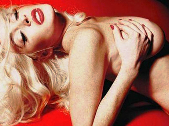 Lindsay Lohan deleita a sus seguidores con foto desnuda