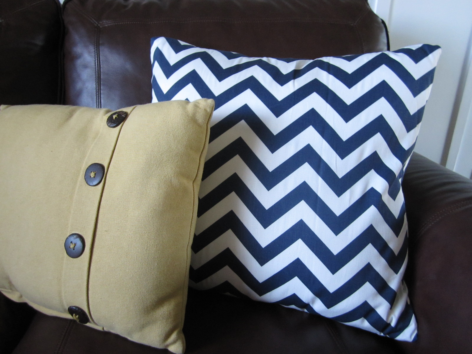 How To Make Throw Pillow With Zipper : KrisKraft: Easy DIY Throw Pillows