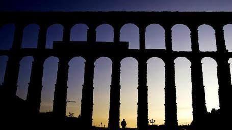 http://es.wikipedia.org/wiki/Acueducto_de_Segovia