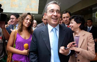 Álvaro Uribe Vélez celular | Copolitica