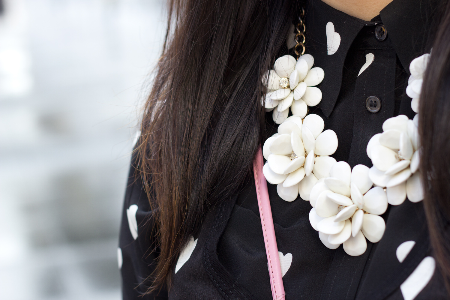 Expression-white-Flower-statement-necklace
