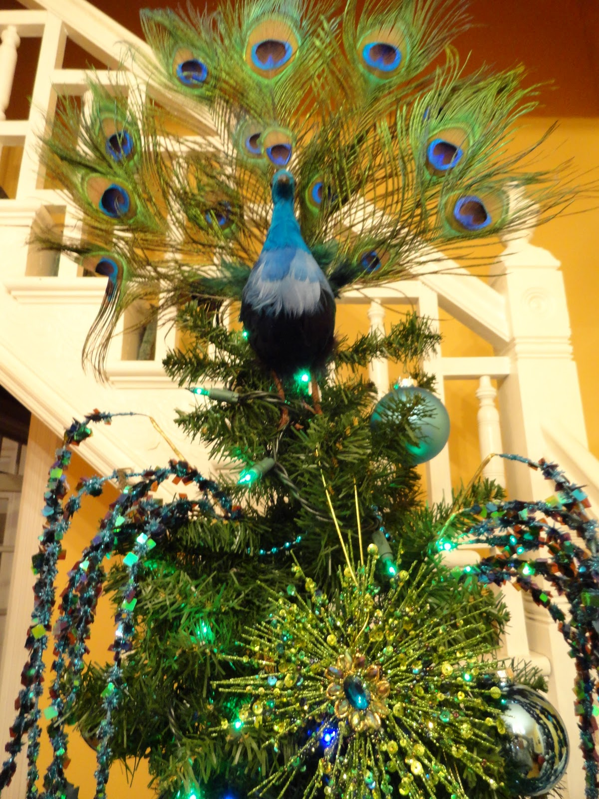 Le beau paon victorien christmas theme tree 2011 peacocks - Outdoor peacock decorations ...
