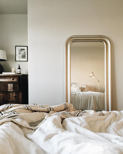 mandi-nelson-bedroom-instagram-coolchicstylefashion