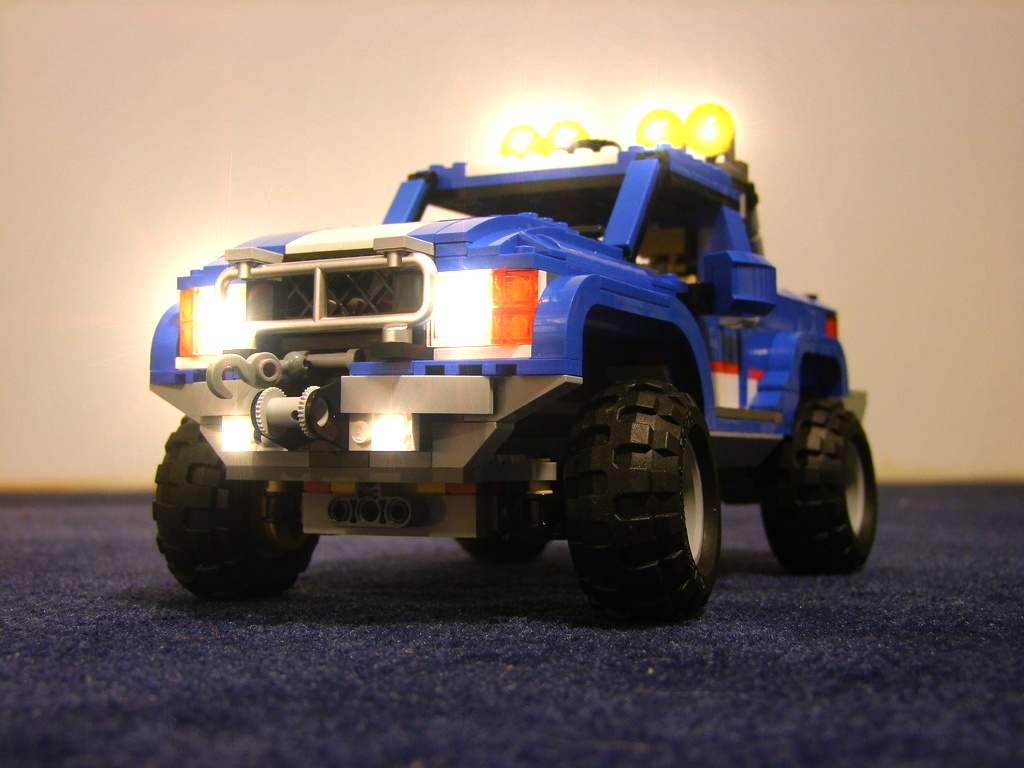 Legoism lego creator 5893 offroad power review blue sporty nirvana the pickup truck is the largest and the most complicated vehicle on board but then it has the most to offer too it combines independent suspension with publicscrutiny Images
