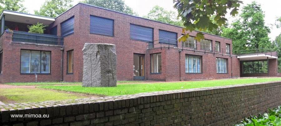 Una de las casas Lange y Esters vista desde los fondos