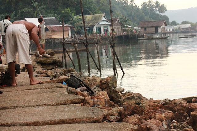Dihajar Gelombang, Fasilitas Jalan Desa Rusak Parah