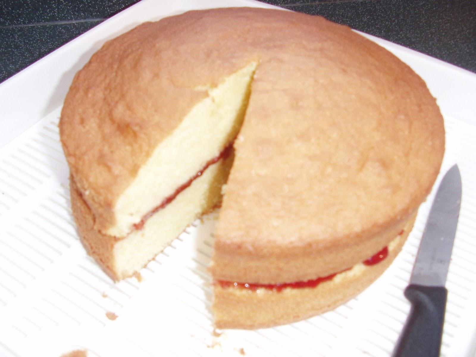 simple yummy food: Basic sponge cake with strawberry jam