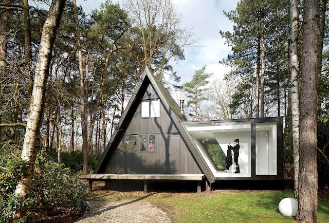 Ferienhaus-Umbau mit Kubus-Anbau in modernem Design