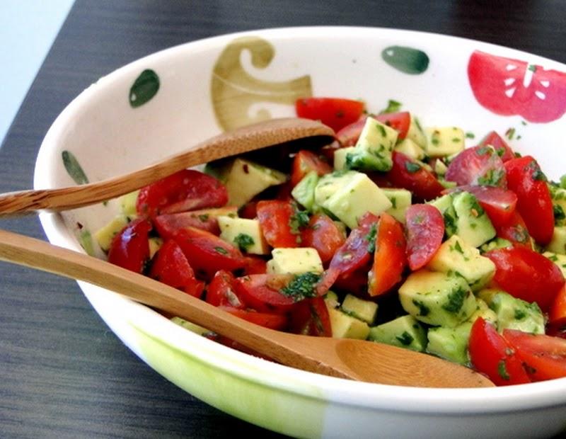 Salada de Tomate com Abacate (vegana)