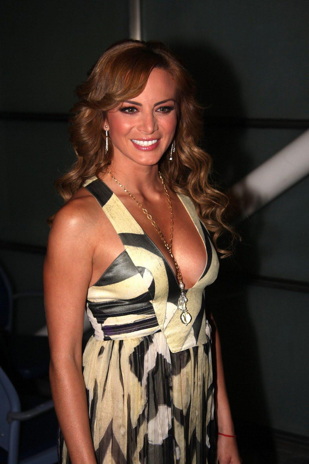 http://2.bp.blogspot.com/-rgRgRhu7NlU/TxYQQocfoJI/AAAAAAAADF0/vGvghzEkYOs/s1600/Silvia_Navarro_LOKY%2B%25283%2529.jpg